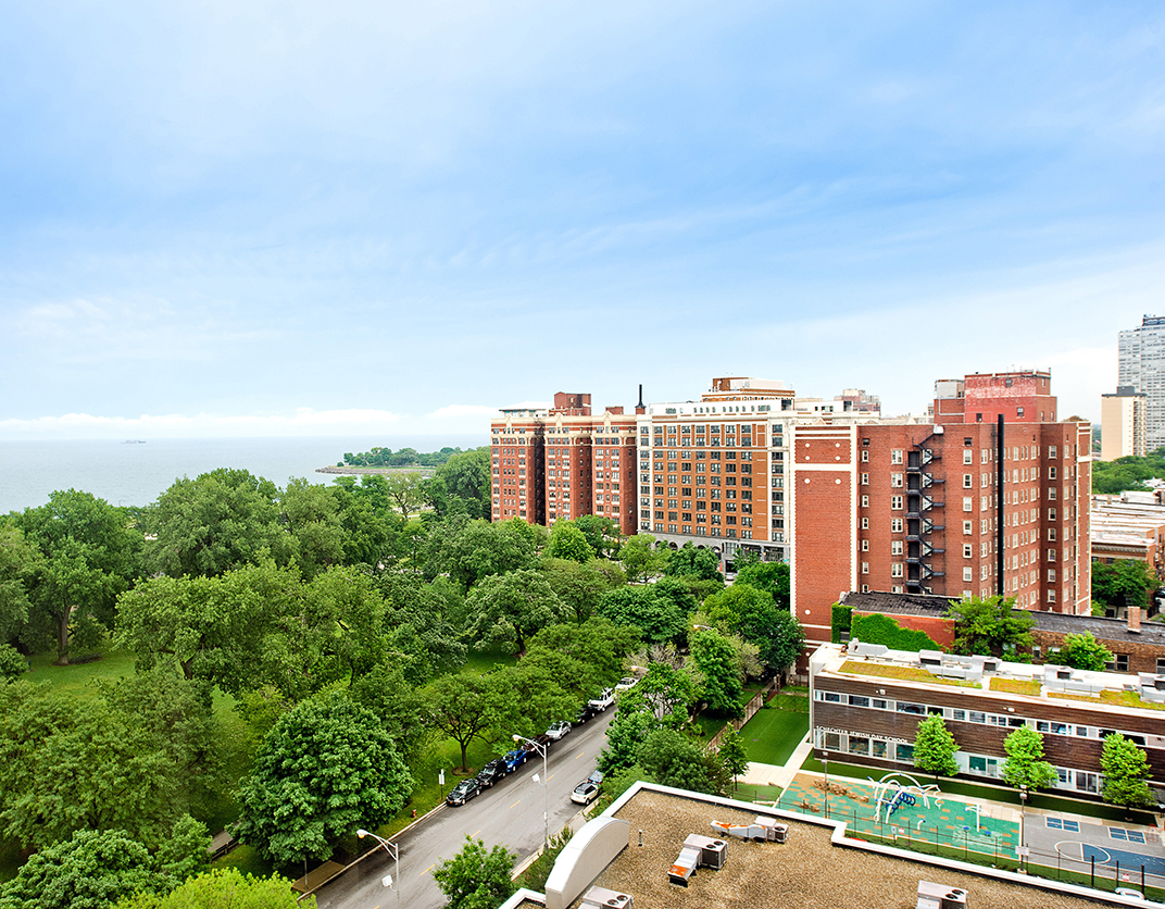 Hyde Park Towers - Chicago, IL - Boulevard View