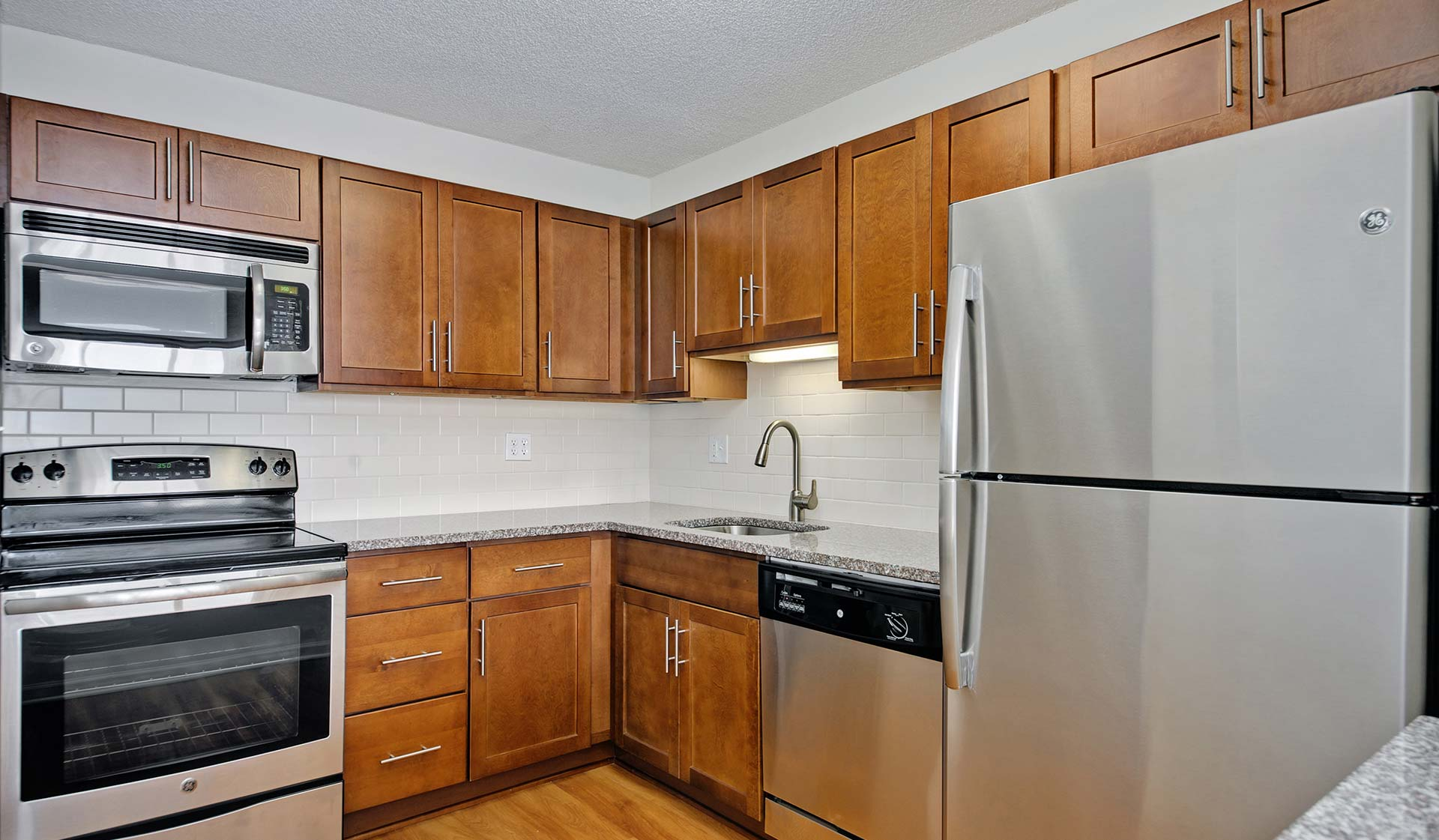 Hyde Park Towers - Chicago, IL - Kitchen